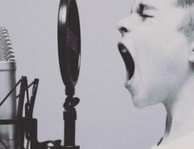 Προσοχή στη φωνή